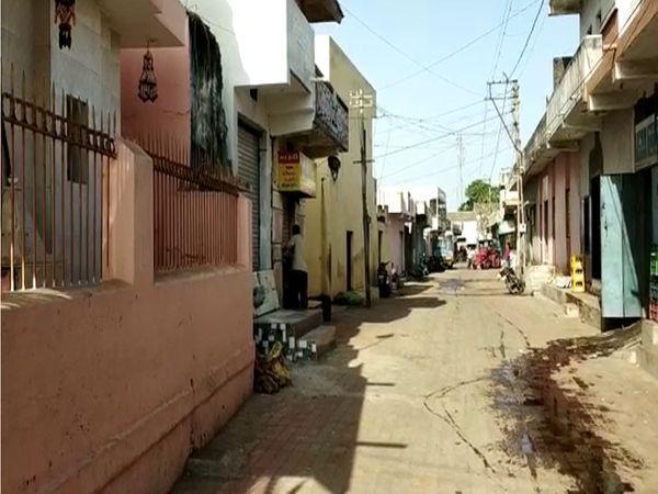 लोगों को गांव से बाहर आने-जाने के लिए ग्राम पंचायत से अनुमति लेनी होगी। - Dainik Bhaskar