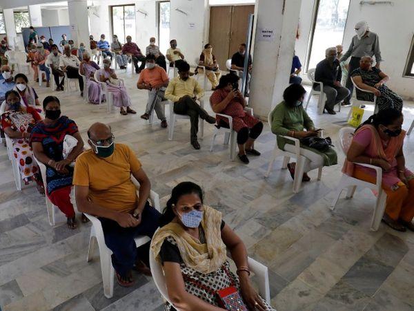 अहमदाबाद में वैक्सीनेशन। - Dainik Bhaskar