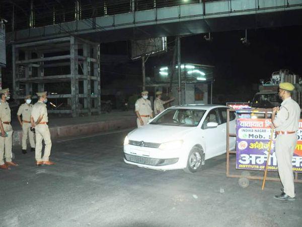 गाजीपुर थाना क्षेत्र के पॉलिटेक्निक चौराहे पर नाइट कर्फ्यू के दौरान रोड पर निकले लोगों से पूछताछ करते हुए पुलिस टीम। - Dainik Bhaskar