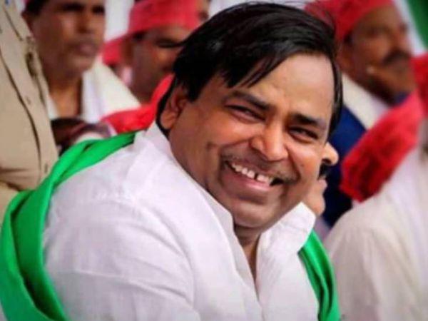 पूर्व मंत्री गायत्री प्रसाद प्रजापति। - Dainik Bhaskar