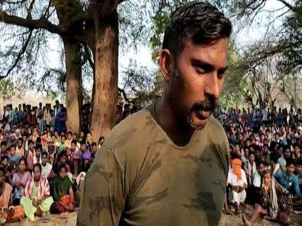 20 गांव के लोगों की सभा बुलाकर राकेश्वर को छोड़ा गया।