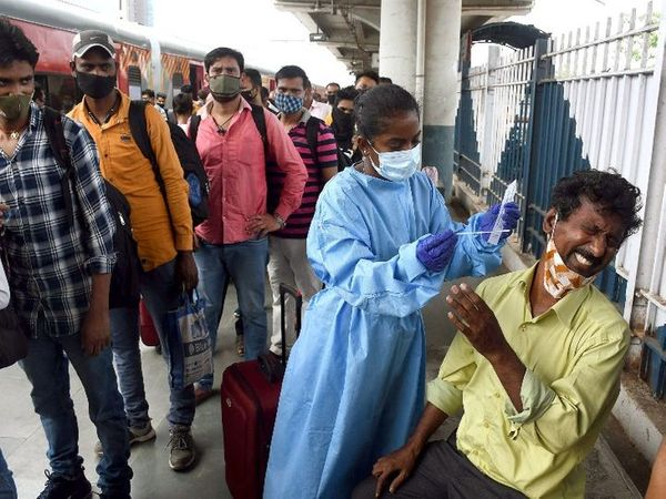 RT-PCR tests of passengers are being done at railway stations in Mumbai.  The photo is from Dadar station.
