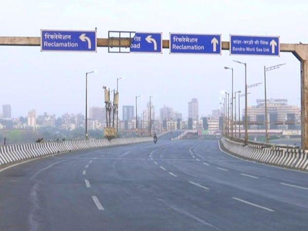 Roads were deserted during the weekend lockdown in Bandra, Mumbai.