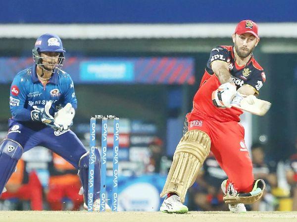 RCB ने ग्लेन मैक्सवेल को 14.25 करोड़ रुपए में खरीदा। उन्होंने 27 गेंदों पर 2 छक्के के साथ 39 रन बनाए। मैक्सवेल ने 1079 दिन (करीब 3 साल) बाद IPL में अपना पहला छक्का लगाया।