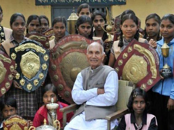 सैनी के आश्रम में पढ़ने वाली बच्चियां हर साल खेल और दूसरी एक्टिविटी में अवॉर्ड जीतती हैं।