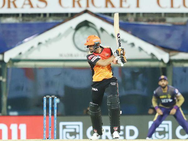 SRH टीम के लिए मनीष पांडे ने 44 बॉल पर सबसे ज्यादा 61 रन की पारी खेली।