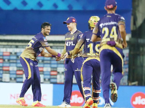 बांग्लादेश के ऑलराउंडर शाकिब अल हसन ने 1 विकेट लिया।