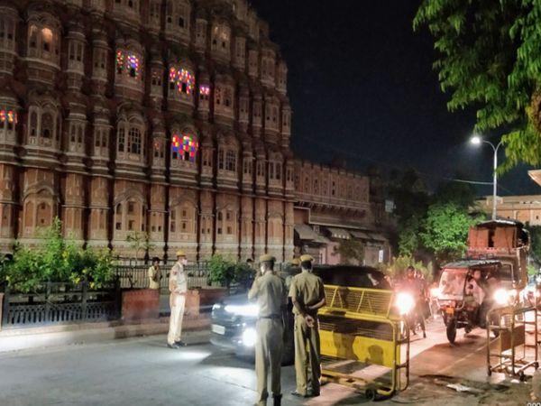 जयपुर में रात 8 बजे से नाइट कर्फ्यू शुरू होते ही सख्ती बढ़ा दी गई। - Dainik Bhaskar