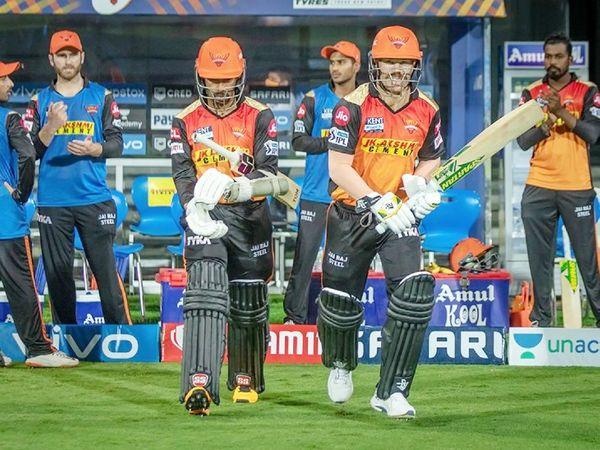सनराइजर्स हैदराबाद टीम के लिए कप्तान डेविड वॉर्नर और ऋद्धिमान साहा ने ओपनिंग की। वॉर्नर 4 बॉल पर 3 रन ही बना सके। साहा ने 6 बॉल पर 7 रन बनाए।