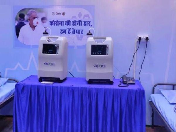 इंडोर स्टेडियम रायपुर में बने कोविड अस्पताल में ऑक्सीजन के लिए विशेष मशीनें हैं।