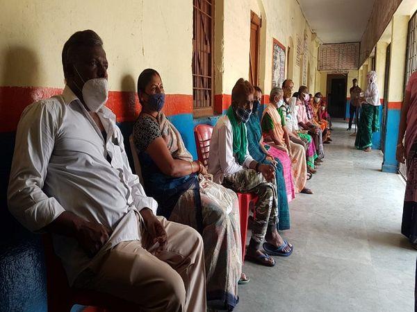 रायपुर के टिकरापारा इलाके में कोविभाजन का शिविर लगाया गया है।