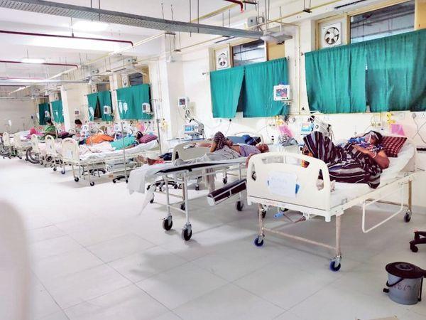 हाल-ए-हमीदिया : सभी 60 वेंटिलेटर भरे, प्रशासन 21 पर मरीज बता रहा। - Dainik Bhaskar