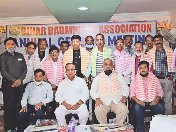 रविवार को चयन के बाद बिहार बैडमिंटन एसोसिएशन की नवगठित - Dainik Bhaskar