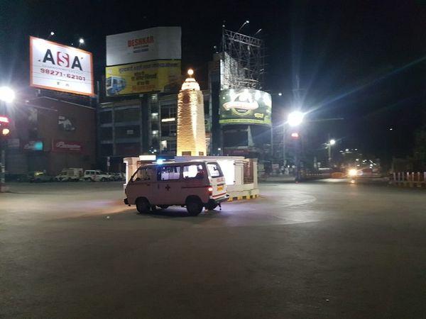 चित्रा रायपुर के जय स्तंभ चौक की है।  तेजी से भागती ये एकर्न्स शहर पर टूटी आफत की सारी कहानी बयां कर रही है।