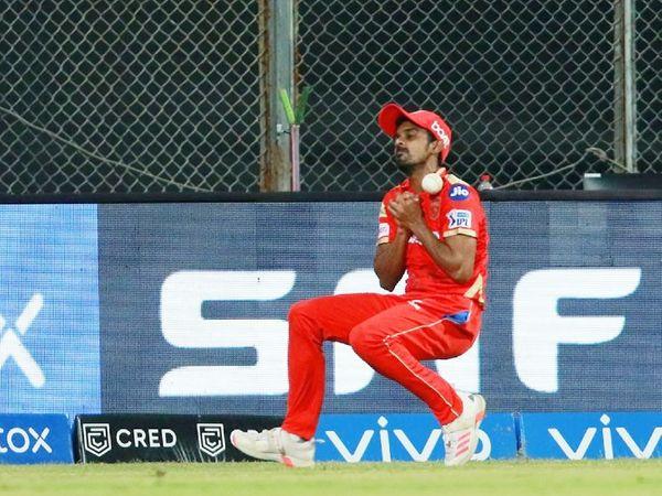 पंजाब के स्पिनर मुरुगन अश्विन ने राजस्थान के ओपनर मनन वोहरा का आसान कैच छोड़ा। पंजाब टीम की ओर से 3 कैच छूटे। इसके बावजूद टीम ने आखिरी बॉल पर जीत दर्ज की।