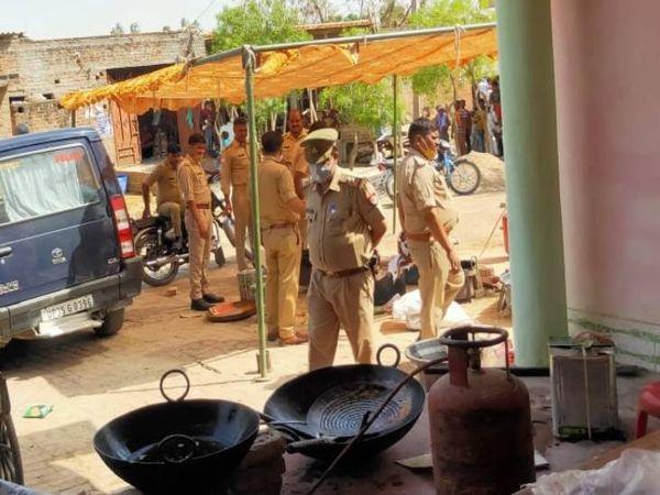 10 अप्रैल को उन्नाव में पुलिस ने छापेमारी कर मिठाई पकड़ी थी।