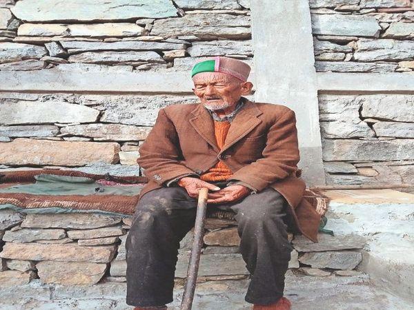 देश के प्रथम मतदाता 104 वर्षीय श्याम नेगी की अपील: टीका लगवाएं - Dainik Bhaskar