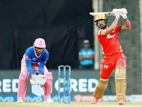 पंजाब के कप्तान लोकेश राहुल ने 50 बॉल पर 91 रन की पारी खेली। इस दौरान उन्होंने 5 छक्के और 7 चौके जड़े।