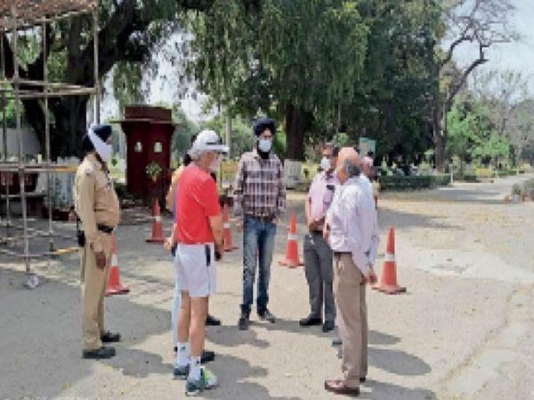 केंद्रीय टीम ने नेशनल स्पोर्ट्स इंस्टीट्यूट में बने कंटेनमेंट जोन का निरीक्षण कर जरूरी हिदायतें दीं। - Dainik Bhaskar