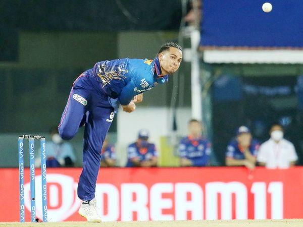 मुंबई के लिए राहुल चाहर ने 27 रन देकर 4 विकेट लिए। उन्हें मैन ऑफ द मैच चुना गया।