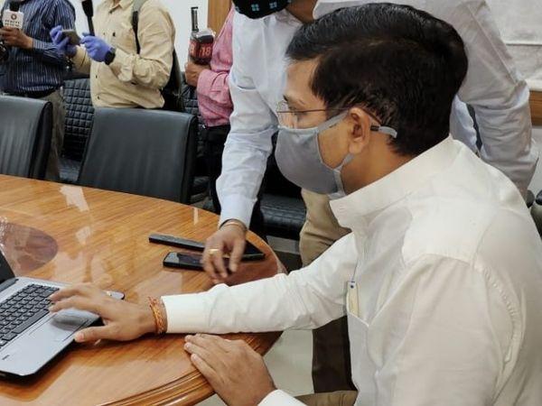 रांची के DC छवि रंजन ने बुधवार को डैशबोर्ड का ऑनलाइन उद्घाटन किया। - Dainik Bhaskar