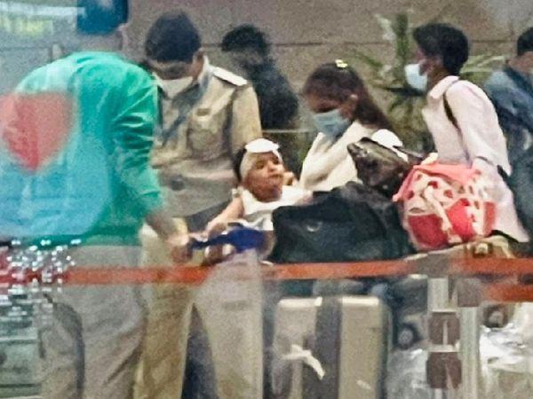 मुंबई लौटने के बाद कपल और उनकी बच्ची की पहली तस्वीर।