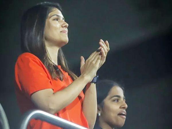 मैच के दौरान हैदराबाद को सपोर्ट करतीं फ्रेंचाइजी की को-ओनर काविया मारन।