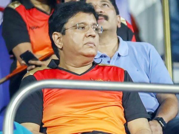 मैच के दौरान अपनी सनराइजर्स हैदराबाद को सपोर्ट करते फ्रेंचाइजी के मालिक कलानिधी मारन।