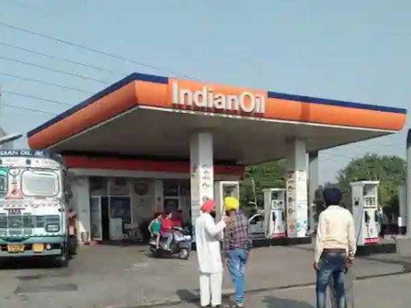 पेट्रोल पंप मालकिन ने पहले उनकी शिकायत नहीं की थी लेकिन वो धमकाने लगे तो पुलिस के पास पहुंची। - Dainik Bhaskar