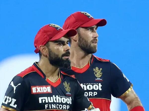विराट कोहली ने सनराइजर्स हैदराबाद के खिलाफ मैच में 29 गेंद पर 33 रन बनाए और अपनी पारी 4 चौके लगाए। - Dainik Bhaskar