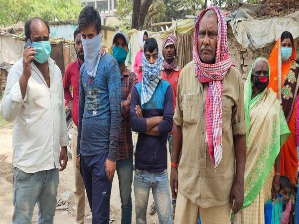 घटना के बाद अस्पताल पहुंचे परिजन। - Dainik Bhaskar