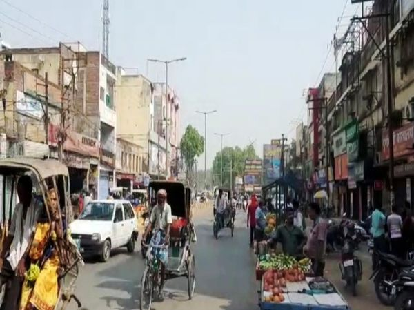 वाराणसी व्यापारमंडल के पदाधिकारी बंदी को आगे बढ़ाने की तैयारी में हैं। - Dainik Bhaskar