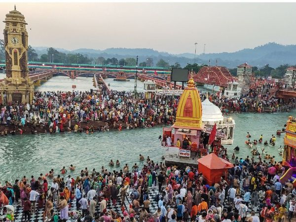हरिद्वार में पिछले 5 दिन में कोरोना के 2,167 मामले सामने आ चुके हैं। - Dainik Bhaskar