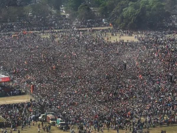 The photo is from Kolkata, the capital of West Bengal.  Here on March 8, a big election rally was organized by the BJP.  Many big leaders including Prime Minister Narendra Modi participated in it.  Millions of people attended the rally.  Meanwhile, the Kovid rules were severely violated.