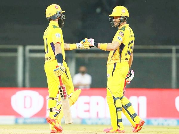 मोइन अली और फाफ डु प्लेसिस के बीच दूसरे विकेट के लिए 45 बॉल पर 66 रन की पार्टनरशिप हुई। - Dainik Bhaskar