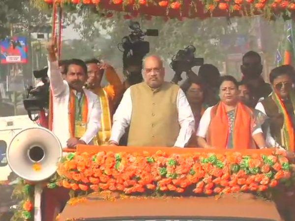 उत्तरी दिनाजपुर में रोड शो के दौरान गृहमंत्री अमित शाह।