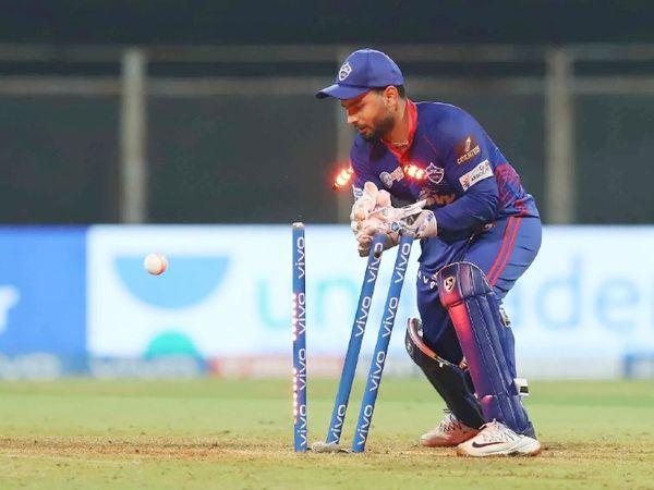 उनादकट को रनआउट करने से पहले ही ऋषभ पंत के हाथ से बॉल छूट गई थी, जबकि उनादकट क्रीज से बहुत दूर थे। ऐसे में बल्लेबाज को जीवनदान मिला।