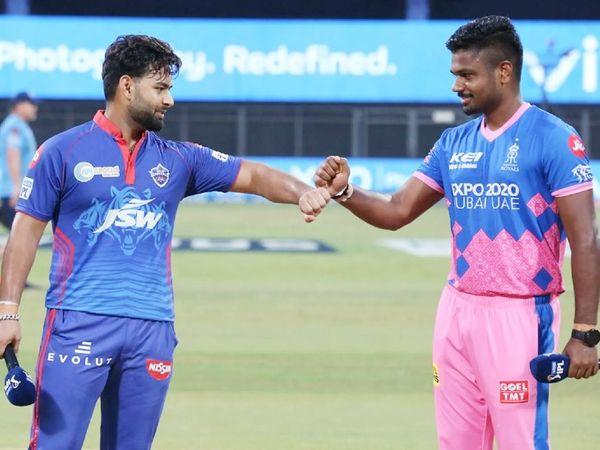 राजस्थान के कप्तान संजू सैमसन ने टॉस जीतकर बॉलिंग चुनी थी। इसी दौरान साथ में खड़े दिल्ली कैपिटल्स के कैप्टन ऋषभ पंत (बाएं)।