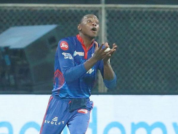 कगिसो रबाडा ने राजस्थान के ओपनर मनन वोहरा का आसान कैच लपका।