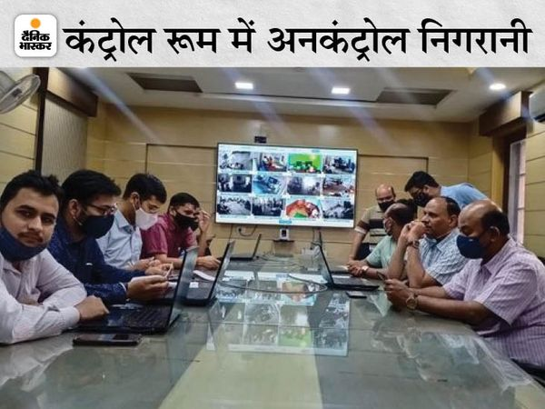 Election officers are keeping an eye on the by-elections in Rajasthan from the control room set up in Jaipur.  Some of these officers sitting in the AC room have not put masks properly, which is dangerous for them.  - Dainik Bhaskar