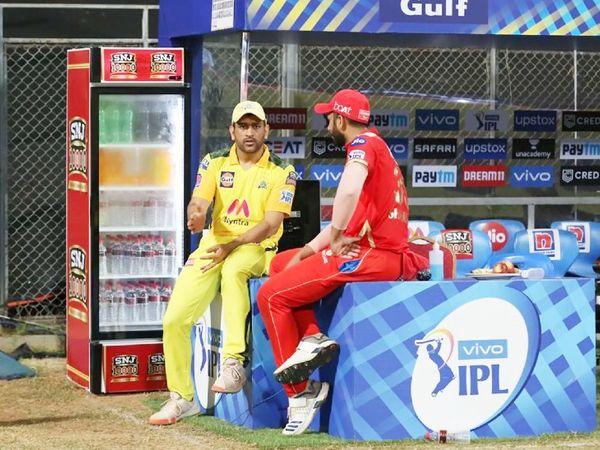 धोनी ने पंजाब के खिलाफ जीत के बाद ऑलराउंडर शाहरुख खान के साथ बात की।