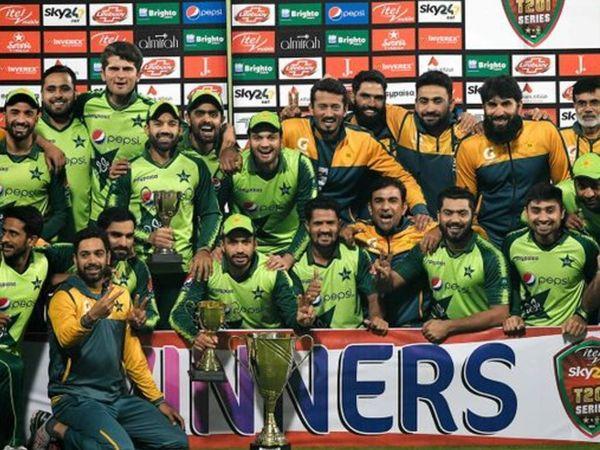 पाकिस्तान ने साउथ अफ्रीका के खिलाफ 4 टी-20 मैचों की सीरीज 3-1 से जीत ली है। शुक्रवार को खेले गए चौथे मैच में पाकिस्तान ने 3 विकेट से जीत हासिल की। - Dainik Bhaskar