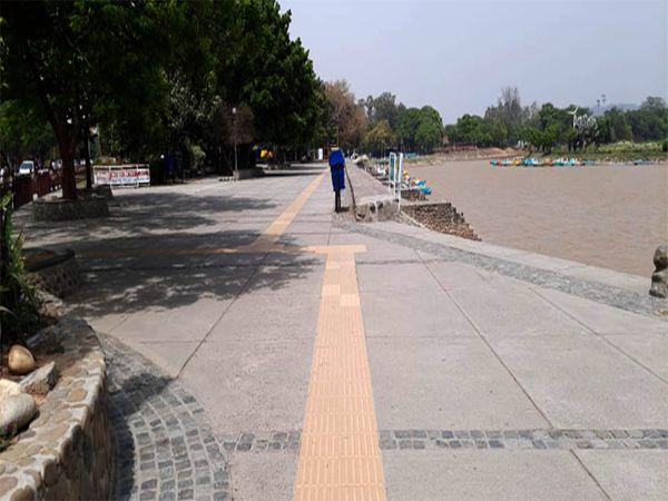 शहर की सुखना लेक पर आज सुबह की सैर के लिए भी कोई नहीं आया। - Dainik Bhaskar