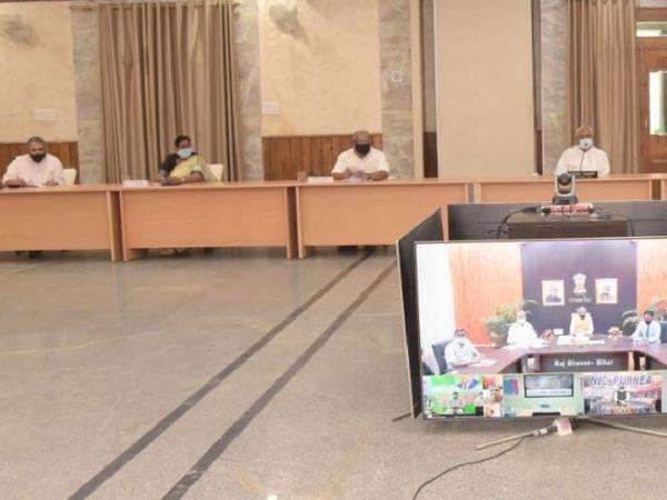 सर्वदलीय बैठक के दौरान CM नीतीश कुमार।