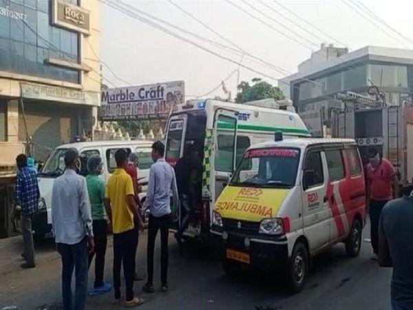 राजधानी अस्पताल में आग लगने के बाद मरीज के घर वाले उन्हें शिफ्ट करने में लगे रहे।
