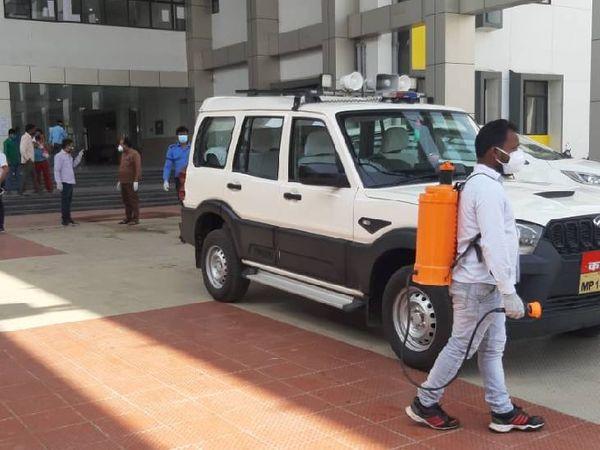 घटना के बाद मेडिकल कॉलेज पहुंचे एडीएम अर्पित वर्मा।