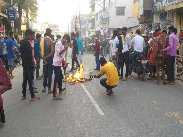 A 3 year Old Girl Crushed To Death By A Goods Carrier In Danapur, People Created a ruckus | 3 वर्ष की मासूम की मौत के बाद लोगों ने पुलिस को खदेड़ा; सड़क बंद की, ड्राइवर को जमकर धुना