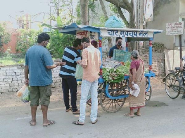 लॉकडाउन की वजह से ये हालात देखने को मिल रहे हैं।  चित्रा रायपुर के भटागांव इलाके की।