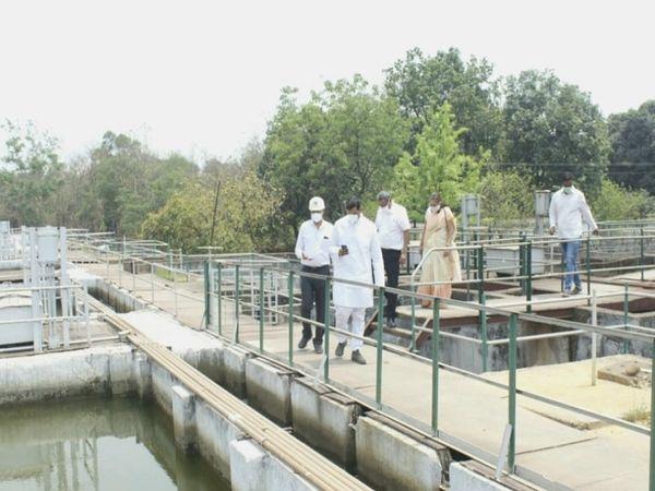 भिलाई विधायक देवेन्द्र यादव ने फिल्टर प्लांट का निरीक्षण किया।  पिछले 20 दिनों से टाउनशिप में गंदे पानी आ रहे हैं।