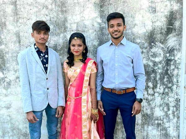 अपने छोटे भाई राहुल और छोटी बहन जिज्ञासा के साथ चेतन सकारिया।